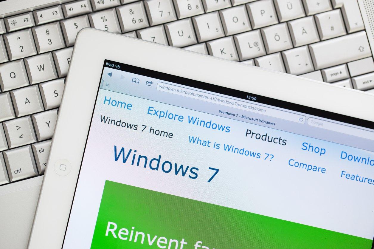 Windows 7 icon on a laptop.